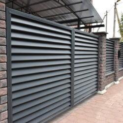 Забор из бетонных блоков Brick Colormix с заполнением жалюзи